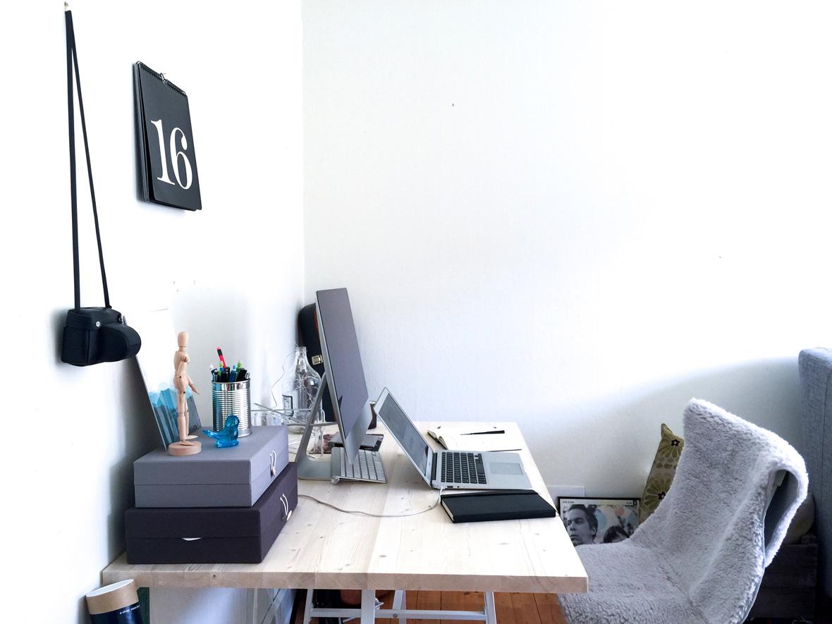 desk-side-close