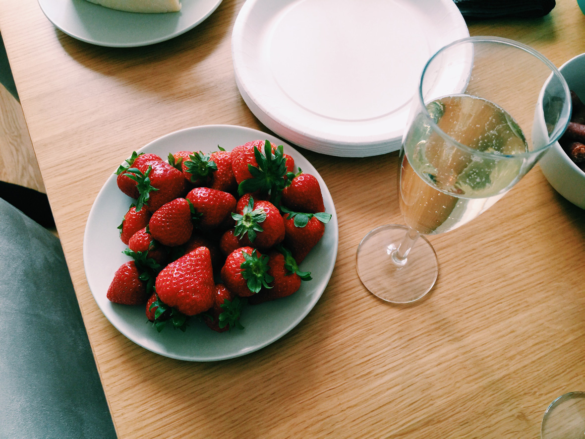 champagne-strawberries-valborg