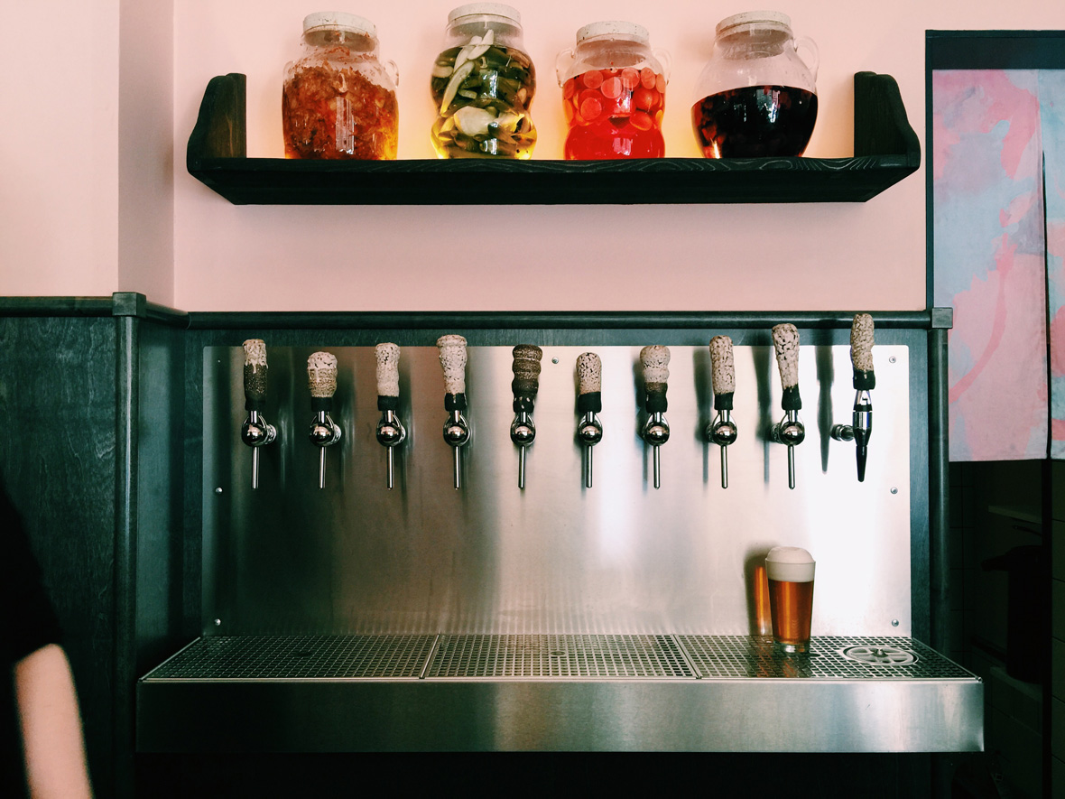 microbrewery-taps-beer-omnipollo