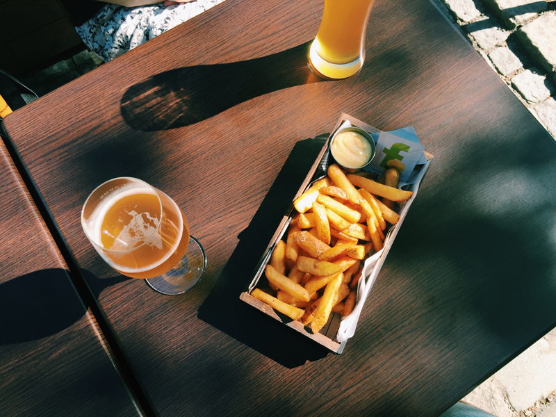 beer-fries-outside-churchill-arms
