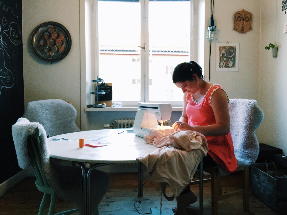 wedding-nicole-sewing