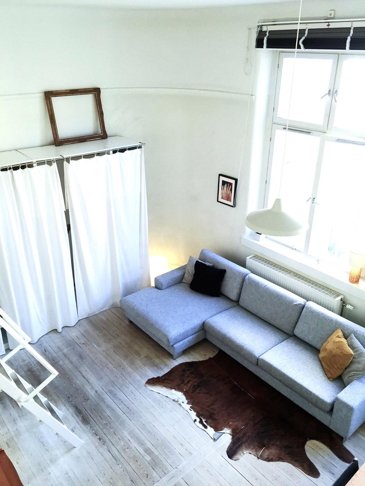 airbnb-loft-living-room