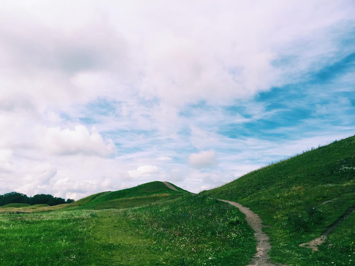 gamla-uppsala-mounds-path
