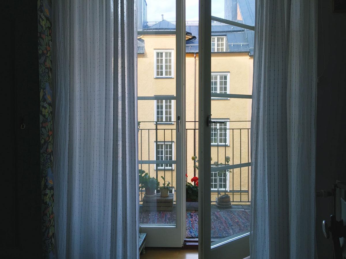 soder-airbnb-balcony-open