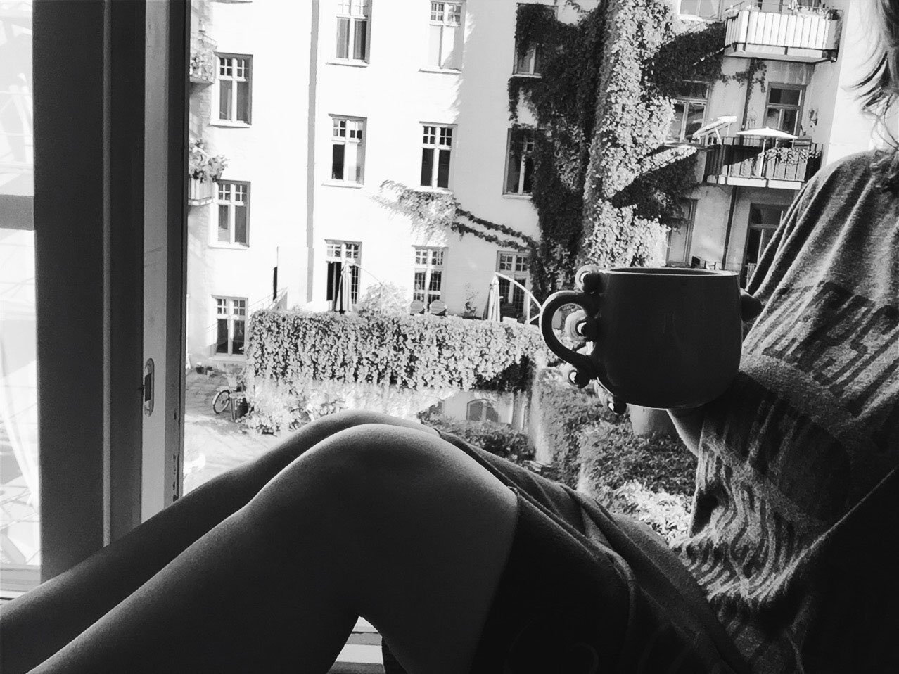 soder-morning-coffee-window