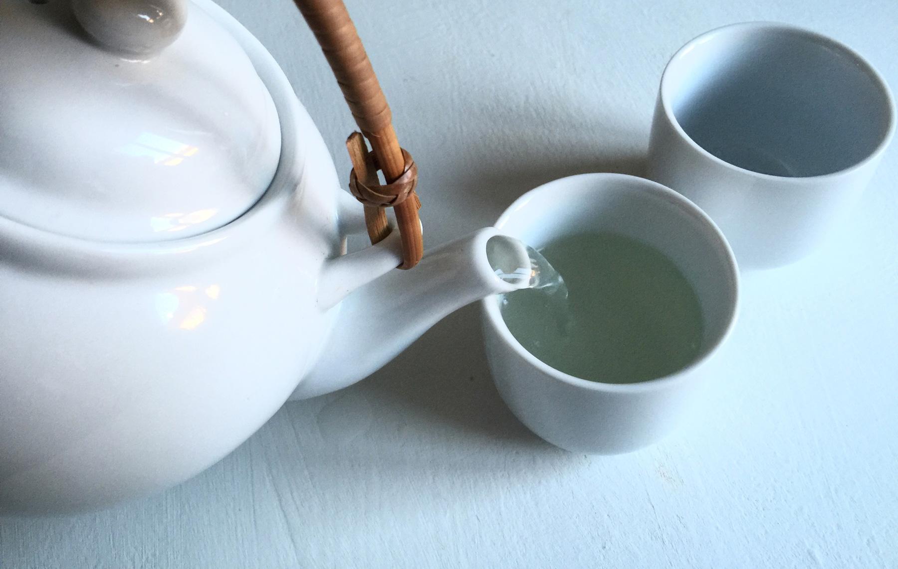 honey-ginger-lemon-tea-pouring