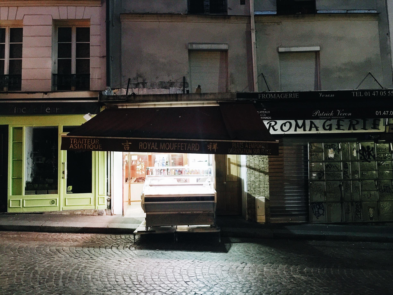 rue moufftard paris airbnb