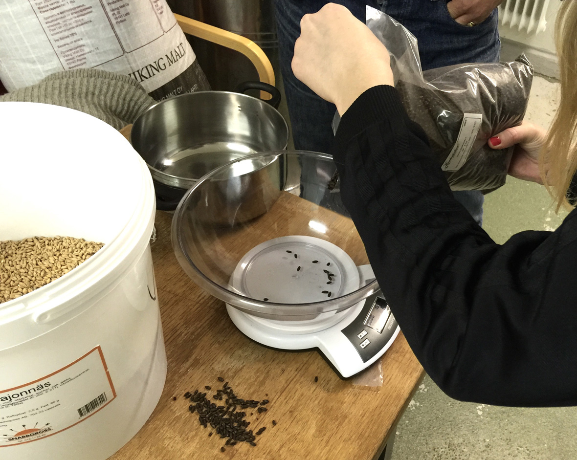 measuring-malt-home-brewing-chocolate
