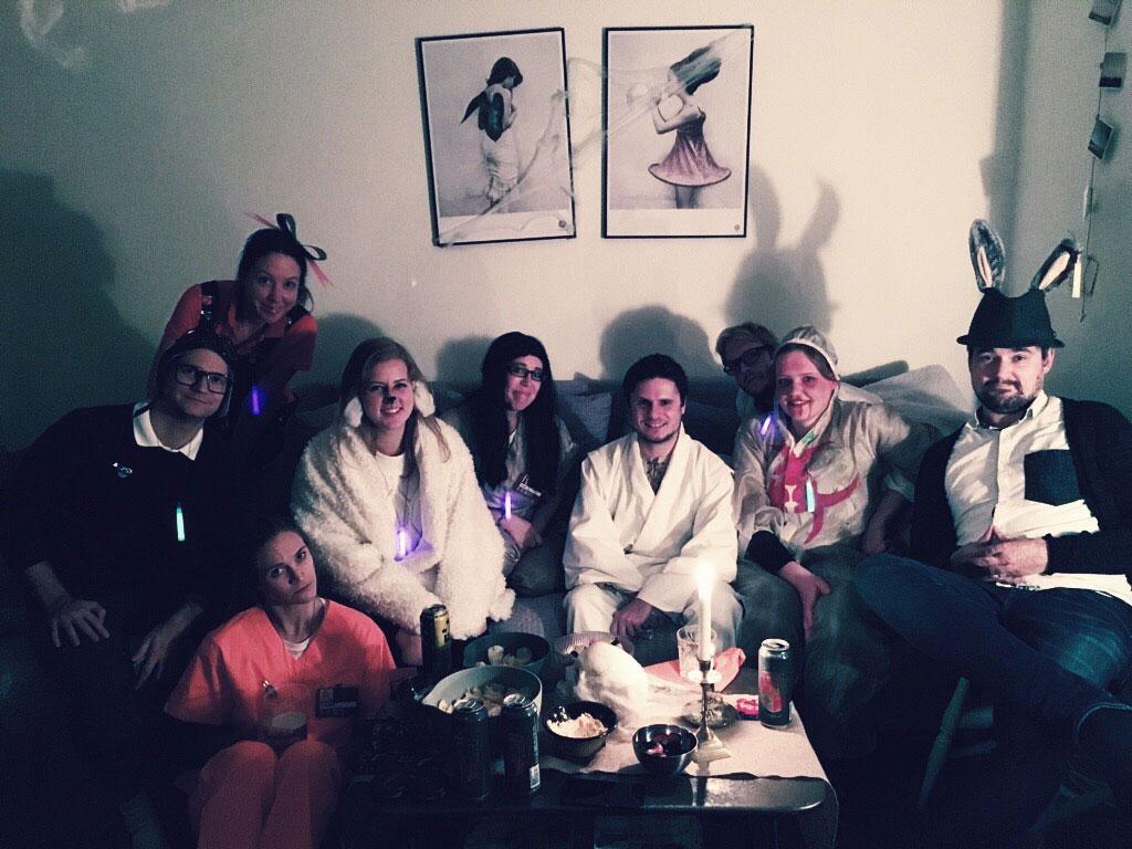 halloween-friends-sofa