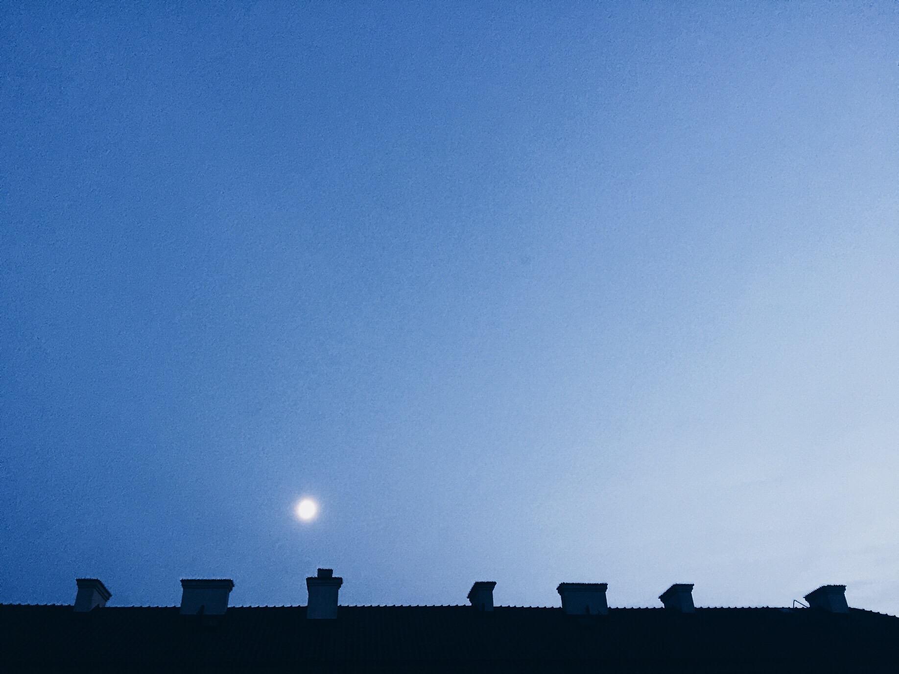moon sunset december